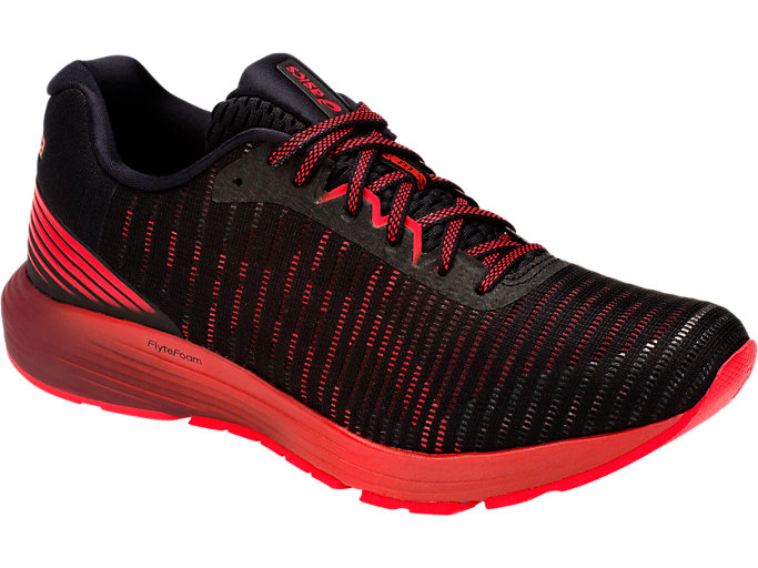 Front Right view of DYNAFLYTE 3, BLACK/RED ALERT