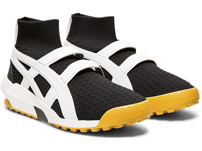 Front Right view of KNIT TRAINER, BLACK/WHITE